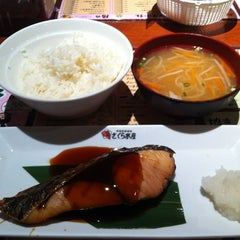 Photo taken at さくら水産 四條通麩屋町店 by Toru A. on 10/18/2012