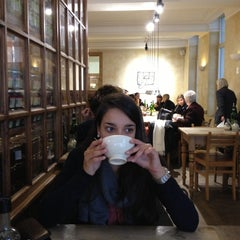 Photo taken at Le Pain Quotidien by Annelies D. on 10/26/2012