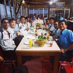 Photo taken at Restoran & Wisata Air Alam Sari by Kyo A. on 7/23/2014