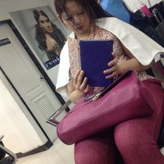 Photo taken at Davids Salon Makati Medical Center by Daryl-Indy MD on 1/14/2014