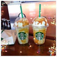 Photo taken at Starbucks by Yasemin Ö. on 3/26/2013