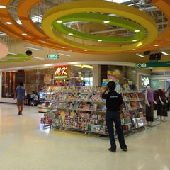 Photo taken at Tesco Lotus (เทสโก้ โลตัส) by Aday A. on 8/15/2013