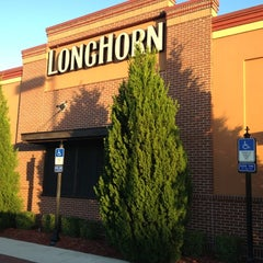 Photo taken at LongHorn Steakhouse by Mike C. on 10/21/2012