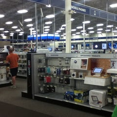 Photo taken at Best Buy by Vasanthan N. on 10/20/2013