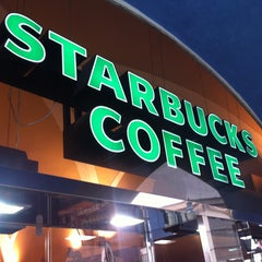 Photo taken at Starbucks by Fabio O. on 4/28/2013