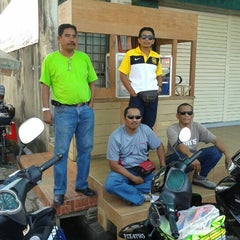 Photo taken at Overtime water shop by Izam R. on 10/13/2012