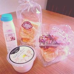 Photo taken at SASAKI Bakery | ซาซากิ เบเกอรี่ by Pang 🎈 on 10/16/2013