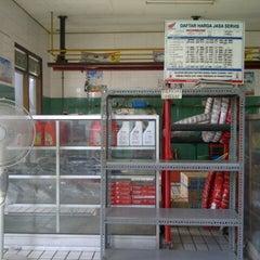 Photo taken at Bengkel motor honda by dhian i. on 12/4/2012