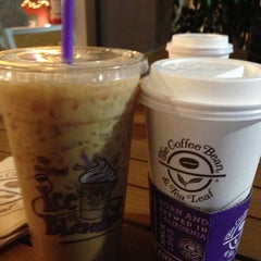 Photo taken at The Coffee Bean & Tea Leaf® by Gabriel C. on 10/26/2012