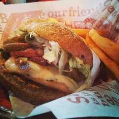 Photo taken at Red Robin Gourmet Burgers by Wil C. on 3/31/2013