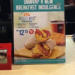 Photo taken at McDonald's & McCafe by Hong Seek on 9/21/2013