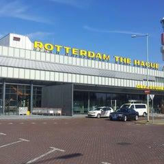 Das Foto wurde bei Rotterdam The Hague Airport (RTM) von Petka K. am 4/24/2013 aufgenommen