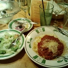 Photo taken at Olive Garden by Kari H. on 4/7/2013