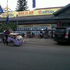 Photo taken at Warung Nasi AMPERA by Rhevi S. on 10/15/2012