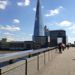 Photo taken at London Bridge by Takito X B. on 5/27/2013
