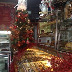 Photo taken at Il Fornaio Bakery by veronica p. on 12/13/2014