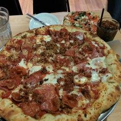 Photo taken at Lakeside Pizza, Sports Bar & Nightclub by Jaime H. on 3/15/2014