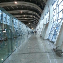 Photo taken at Chhatrapati Shivaji International Airport (BOM) by James W. on 7/17/2013