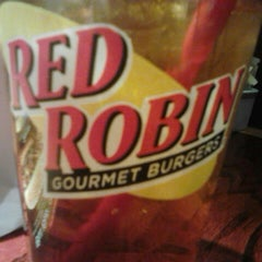 Photo taken at Red Robin Gourmet Burgers by Shelly P. on 3/26/2013