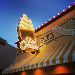 Photo taken at Paradise Pier Ice Cream Co. by gno m. on 8/15/2014