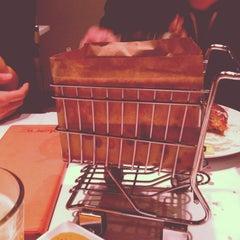 Photo taken at Blanc Burgers + Bottles by Fatima G. on 1/8/2013