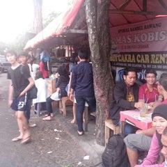 Photo taken at Spesial Sambal Bawang Mas Kobis by Danu S. on 3/24/2013