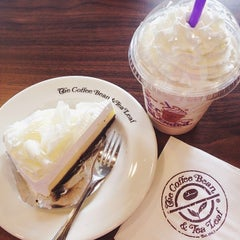 Photo taken at The Coffee Bean & Tea Leaf by Christina B. on 10/17/2014