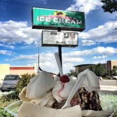 Photo taken at Armadillos Ice Cream Shoppe by Ezgi A. on 9/9/2015