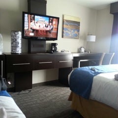Photo taken at Holiday Inn Express & Suites Meadowlands Area by Kristin W. on 5/14/2013