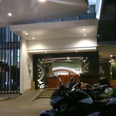 Photo taken at A-te' Hotel (โรงแรม เอเต้ ชุมพร) by Azahari Y. on 3/22/2014