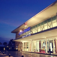 Photo taken at King Power Pattaya Complex (คิงเพาเวอร์ พัทยา คอมเพล็กซ์) by Natasha R. on 12/4/2012