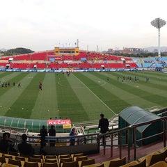 Photo taken at 광양축구전용구장 (Gwangyang Football Stadium) by WS L. on 4/12/2015