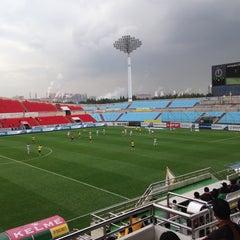 Photo taken at 광양축구전용구장 (Gwangyang Football Stadium) by WS L. on 11/1/2014
