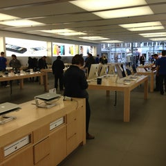 Photo taken at Apple Store by Vadim B. on 4/9/2013
