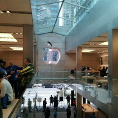 Photo taken at Apple Store, North Michigan Avenue by Mokihana G. on 1/15/2013