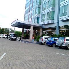 Photo taken at Mercure Pontianak by Zukhruf F. on 10/27/2012