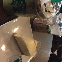 Photo taken at Starbucks 星巴克 by pangrumchnn on 1/9/2016