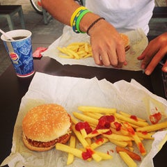 Photo taken at Burger King by Albert C. on 8/29/2013