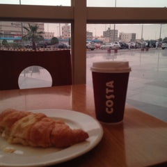 Photo taken at Costa Coffee | كوستا كوفي by Deemah A. on 3/26/2015