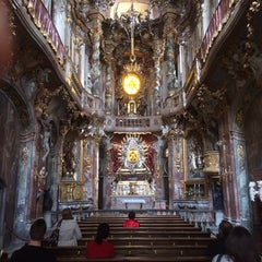 Das Foto wurde bei Asamkirche (St. Johann Nepomuk) von Richard D. am 3/21/2014 aufgenommen