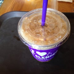 Photo taken at The Coffee Bean & Tea Leaf by hangil S. on 7/13/2014