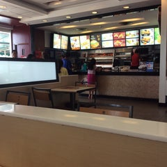 Photo taken at KFC (เคเอฟซี) by Middle J. on 1/23/2016