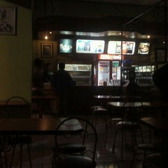 Photo taken at Kindys Donuts & Coffee - Stasiun Purwokerto by Sampurno P. on 9/4/2011