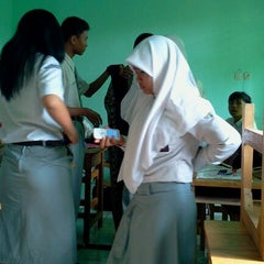 Photo taken at Kelas Bahasa Jepang SMAN 7 Banjarmasin by Noni Lestari Maranatha P. on 7/10/2012