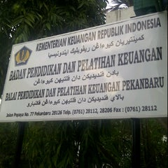 Photo taken at Balai Diklat Keuangan Pekanbaru V.2 by Hasbi R. on 7/24/2011