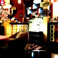 Photo taken at TrueCoffee (ทรูคอฟฟี่) by Maez C. on 9/23/2011