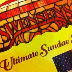 Photo taken at Swensen's (สเวนเซ่นส์) by GuGoZaaaZ™ on 5/12/2012