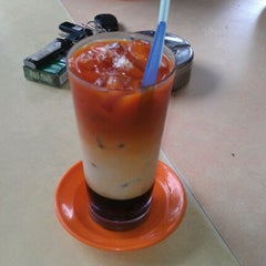 Photo taken at Restoran Selera Moden by Hamidi on 1/18/2012