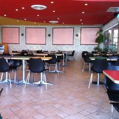 Photo taken at McDonald's   ماكدونالدز by Athbi ALfaeyz H. on 1/17/2012