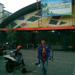 Photo taken at Gool Futsal Mangga Dua by uda r. on 8/29/2012